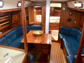 Salon with 1 side of table + fwd cabin