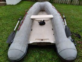 Pneumatique Caribe C10, fond rigide, 10pieds, 20HP, 10 ft