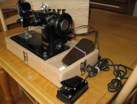 Machine à coudre PORTATIVE de marque PFAFF 130
