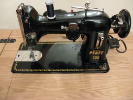 Machine à coudre Pfaff 130. Meuble RÉNOVÉ